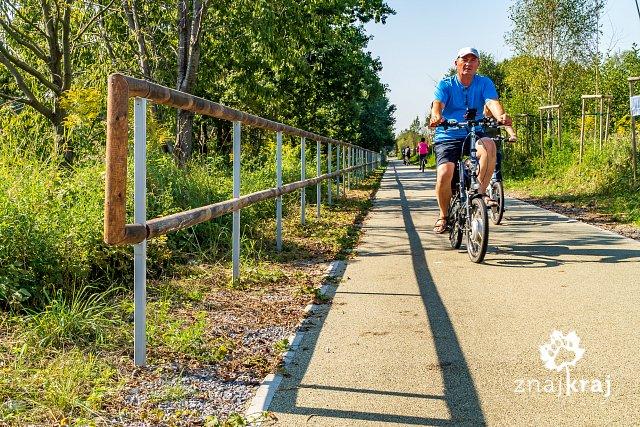 drewniane-bariery-na-zelaznym-szlaku-row