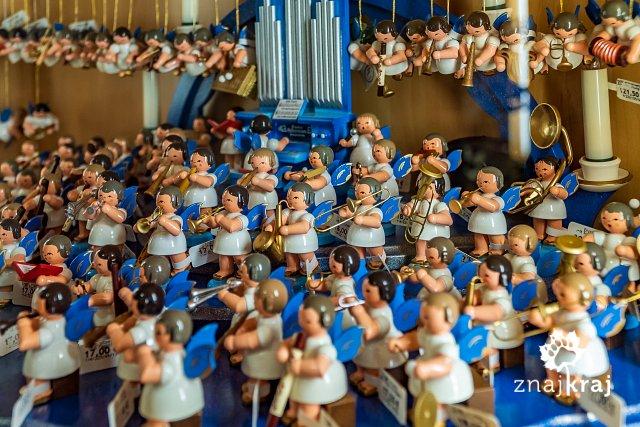 drewniane-figurki-z-seiffen-w-rudawach-r