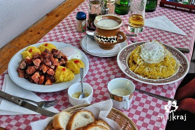 kuchnia-rumunska-tochitura-i-papara-rumu