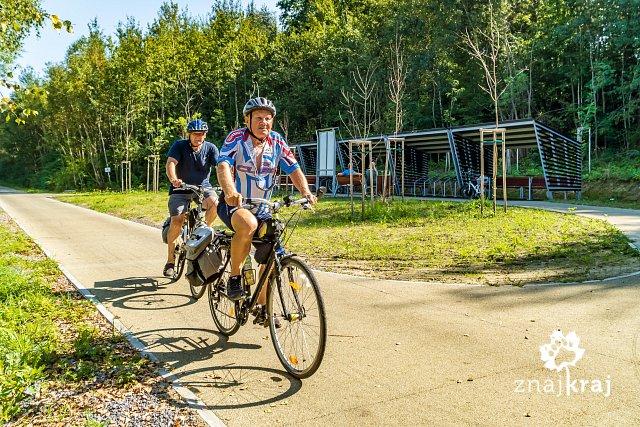 rowerzysci-na-zelaznym-szlaku-rowerowym-