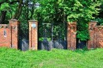 Brama cmentarza żydowskiego w Tomaszowie