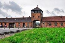 Brama obozu koncentracyjnego w Brzezince