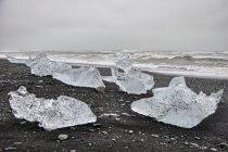 Bryły lodu nad oceanem
