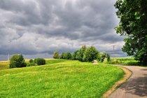 Burza nad wzgórzami przed Strzyżowem