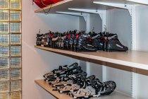 Buty w wypożyczalni w hotelu Sokos