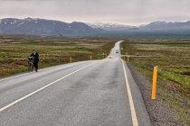 Długie podjazdy przed Reykjavikiem
