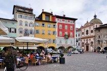 Dolce vita na Piazza Duomo w Trydencie