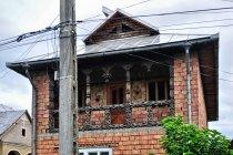 Drewniane elementy murowanego domu