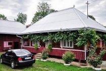 Drewniane, zadbane domy