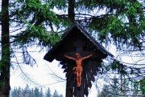 Drewniany krzyż przed Istebną