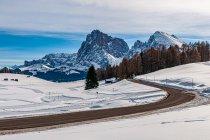 Droga przecinająca Alpe di Siusi