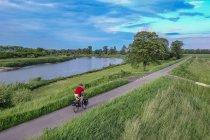 Droga rowerowa na wiślanych wałach