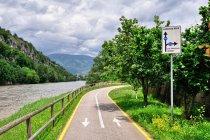 Droga rowerowa nad Adygą w kierunku Lago di Garda