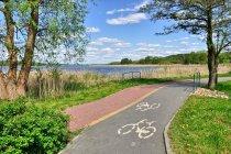 Droga rowerowa nad Jeziorem Charzykowskim