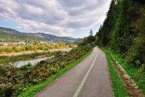 Droga rowerowa nad rzeką Bystrzycą na Słowacji