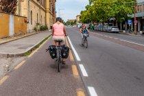 Droga rowerowa po Via Emilia w Modenie