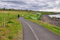 Droga rowerowa przed Reykjavikiem