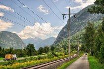 Droga rowerowa w dolinie