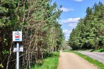 Droga rowerowa wzdłuż szosy