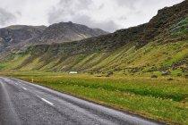 Droga wzdłuż południowego wybrzeża Islandii