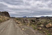 Drogi wśród wulkanicznych skał