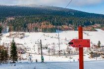 Drogowskaz szlaku narciarskiego