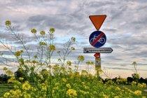 Drogowskazy wskazujące miejsca noclegowe