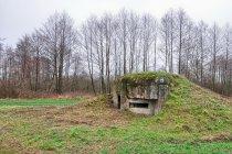 Drugi z bunkrów przed torami kolejowymi