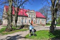 Dwór w Borkowie Lęborskim
