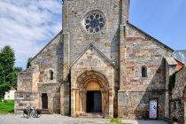 Fasada kościoła w opactwie w Podklasztorzu