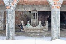 Fontanna na zamku w Łapalicach