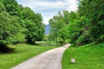 Fragment drogi kolejowej koło miasta Montagna