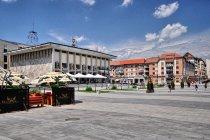 Główny plac i dom kultury w Suczawie
