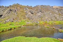 Gorące źródła - z potoku z lewej strony, ze skały naprzeciw