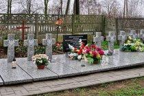Groby żołnierzy z II wojny światowej w Niewieszu