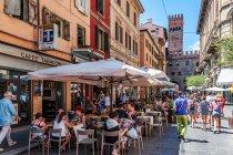 Gwarna uliczka w Bolonii