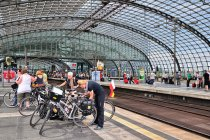 Imponujący dworzec w Berlinie