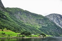 Jedna z osad nad Naeroyfjordem