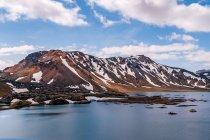 Jęzor lawy zastygły w jeziorze Frostastaðavatn