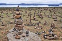 Kamienne piramidy, czyli... turystyczny wandalizm
