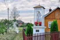 Kapliczka w podkarpackiej wsi