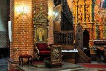 Katedra - tron biskupi w Peplinie
