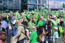 Kibice VfL Wolfsburg przed finałem Pucharu Niemiec w Berlinie