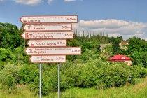 Krajoznawcze drogowskazy przed Alwernią