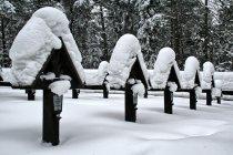Krzyże na cmentarzu na Przełęczy Małastowskiej