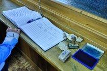 Księga wyjścia, tradycyjna pieczątka w schronisku Auronzo