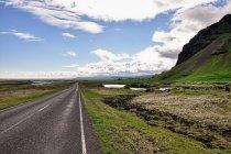 Lato nad Islandią