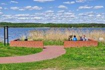 Miejsce odpoczynku nad jeziorem