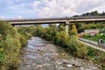 Most nad Bystrzycą i Bystrzycka Magistrala Rowerowa z prawej