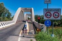 Most z pieszo-rowerowym pasem